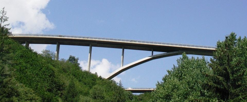 Brücken umsapnnen die Welt